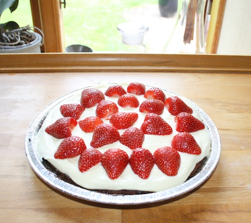 Mazarintærte med jordbær og flødecreme – 2 stk.