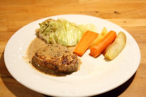 Svinekød med spidskål og rødvins sauce, 4 personer