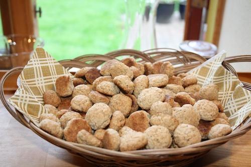 Pebernødder, ca. 300 stk – 4 bageplader