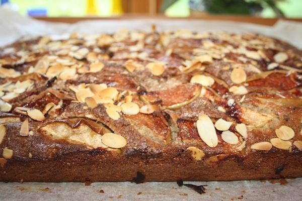 Kage med æbler og krydderier