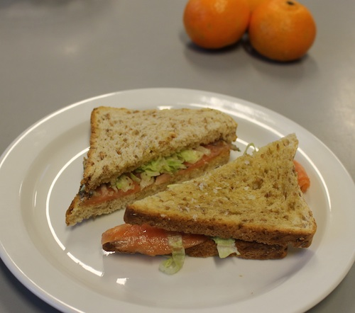 Oliven-toast med laks eller skinke, 16 stk.
