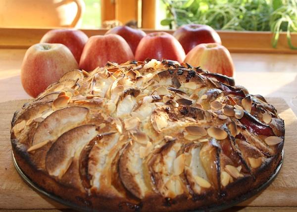 Kage med æbler