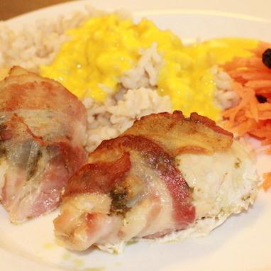 Kyllingebryst med pesto og bacon