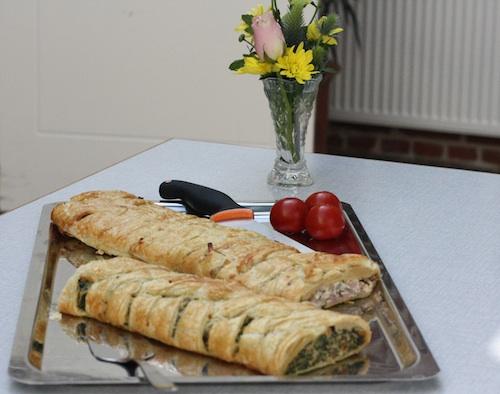 Butterdej med laksefyld og spinat