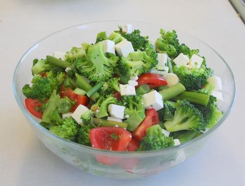 Broccoli/asparges salat